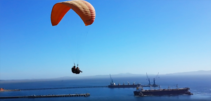 Parapentes volando en Lirquén